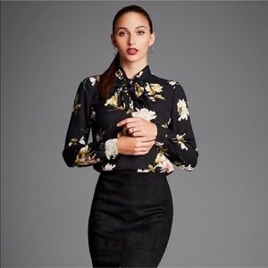 🦋30% OFF BUTTON DOWN BLOUSE WITH NECK TIE